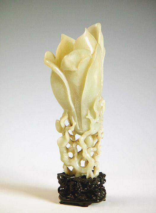 清 白玉浮雕玉蘭花插