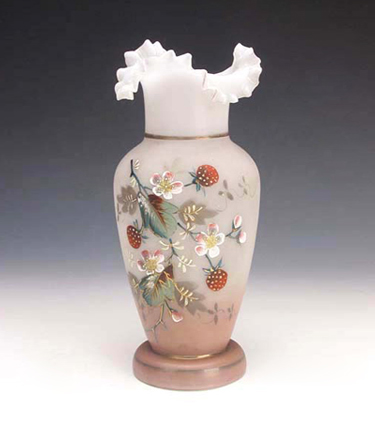 <b>清 白玻璃粉彩花卉纹花口瓶</b>