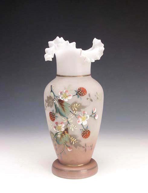 清 白玻璃粉彩花卉紋花口瓶