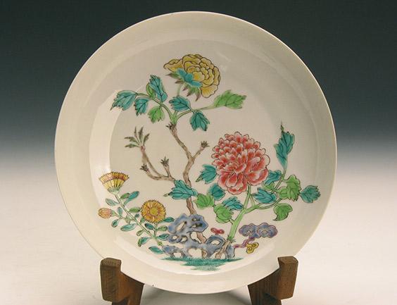 清雍正款粉彩花卉盤