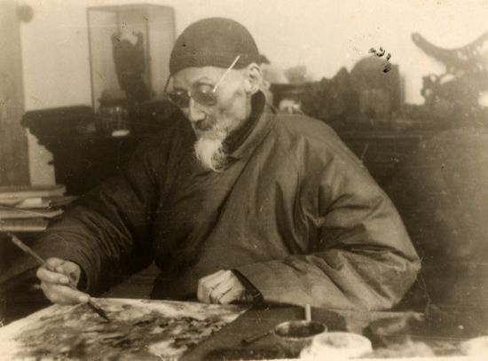年黄宾虹在绘制山水画-中国画教育是否走在正确的道路上