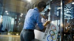 东京奥运废弃海报被高价拍卖