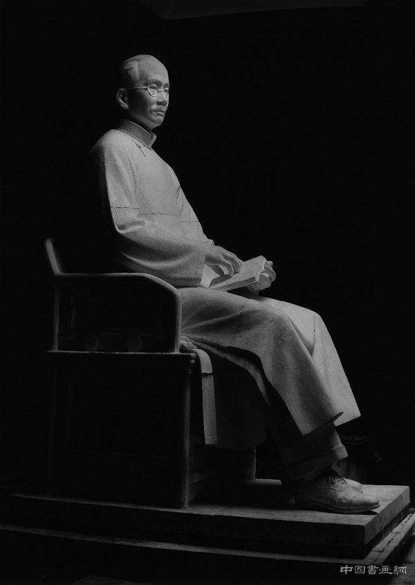 """为人民英雄纪念碑创作浮雕的刘开渠,把雕塑还给大写的""""人"""""""