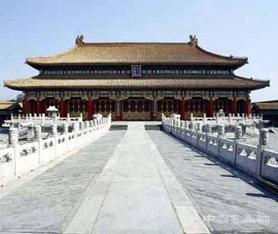 我国著名建筑学家梁思成先生就曾经专门研究过故宫的廊柱,并从中发现