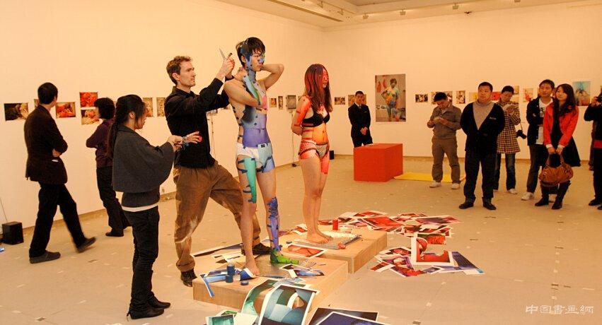 新世紀十年來的當代<a href=http://www.www.yjyuye.com/ysll/ target=_blank class=infotextkey>藝術</a>