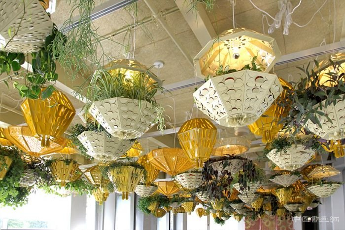 几何室内悬挂式花园点亮芝加哥当代艺术博物馆