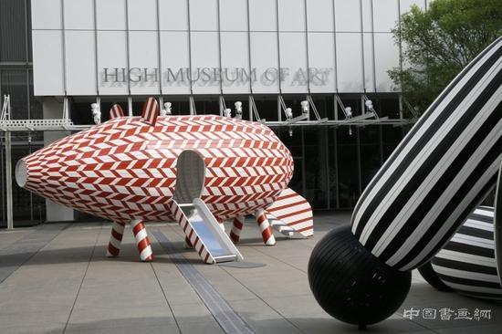 谁在美术馆外放了一只猪?