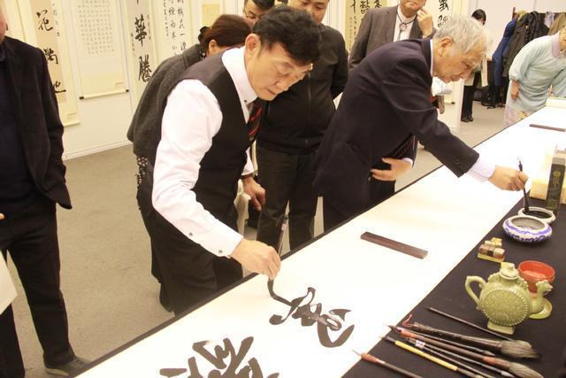 <b>胡滨出席纪念北京-东京缔结友好城市40周年暨北京-东京民间友好书法展开幕式</b>